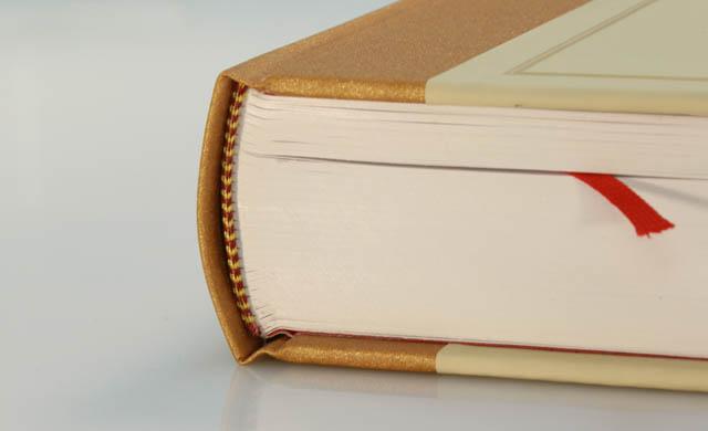 Печать книг в твердом переплете дешево в СПб